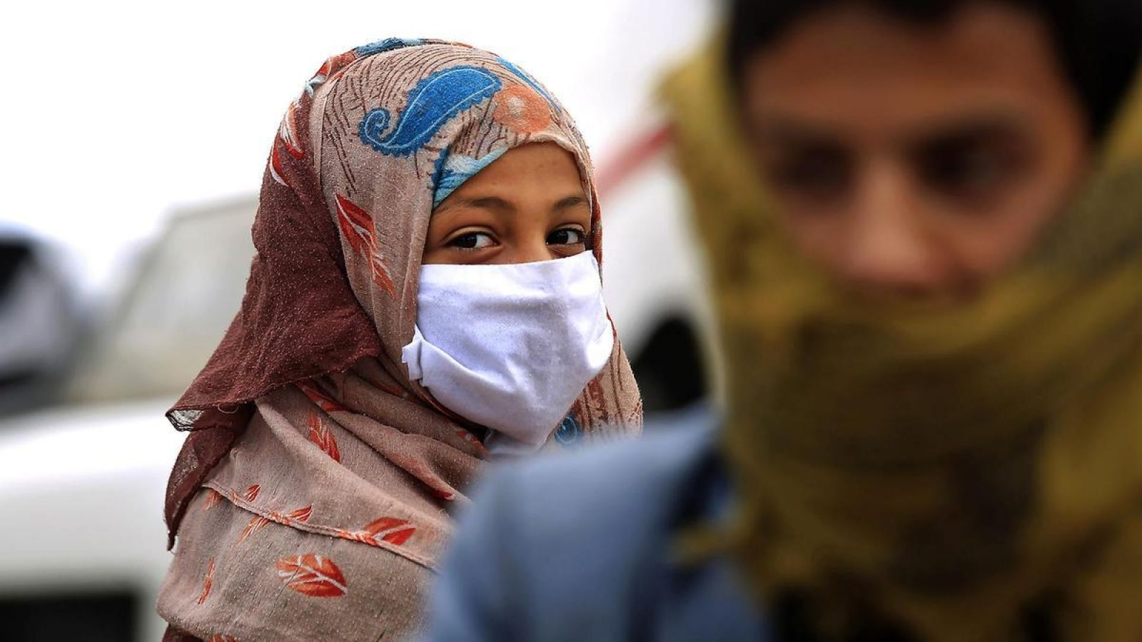 A Yemeni refugee wearing a mask