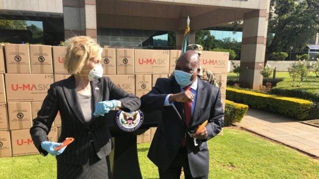 US Ambassador to South Africa helps distribute masks